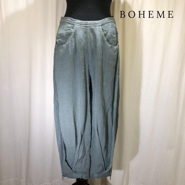 Boheme design buks med læg og lynlås forneden stålblå