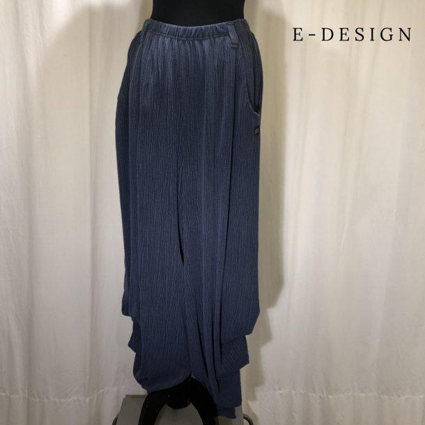a  E-Design buks med rynke detalje i ben støvet blå
