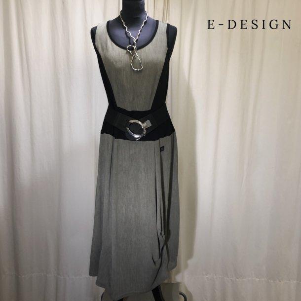 a  E-Design kjole med indsat stykke lys khakigrøn