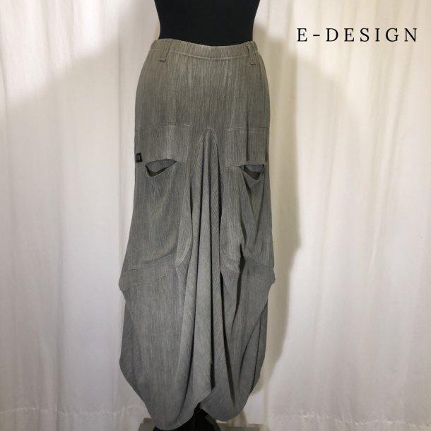 a E Design vandfalds nederdel med lommer lys khakigrøn