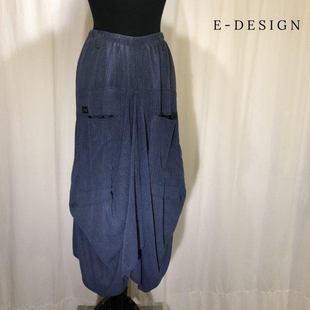 a  E-Design vandfalds nederdel med lommer støvet blå