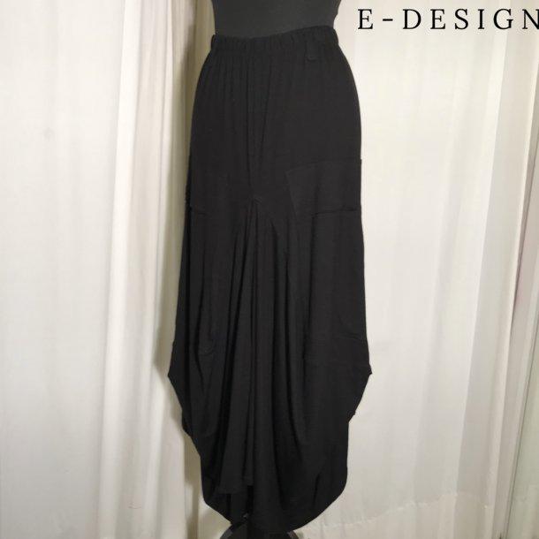 E-Design Vandfalds nederdel sort
