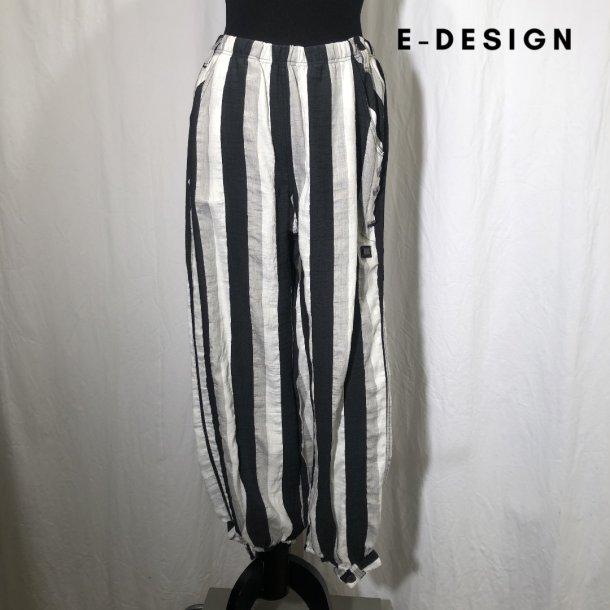 E-Design stribet buks med detalje forneden sand/sort/kit